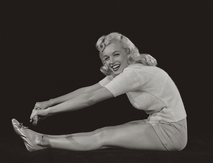 Marilyn Monore Stretching
