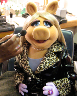 MLF miss piggy make-up