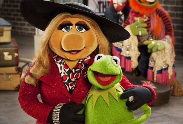 cn_image_size_s-the-muppets-again-miss-piggy-kermit