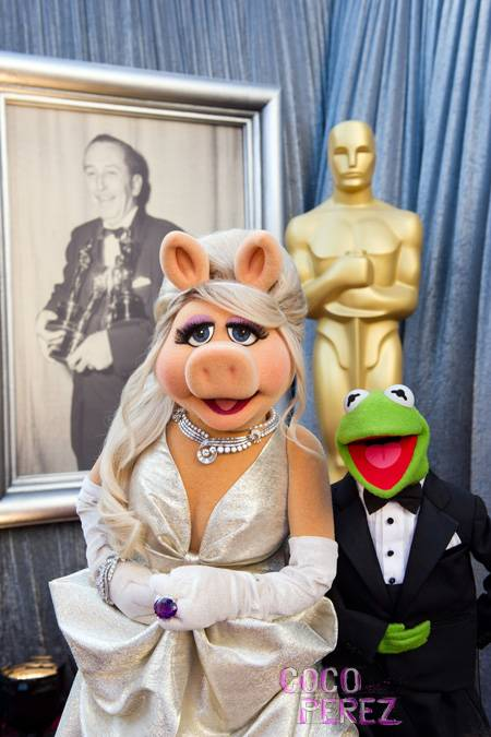 oscars-2012-miss-piggy-zac-posen-kermit-brooks-brothers__oPt