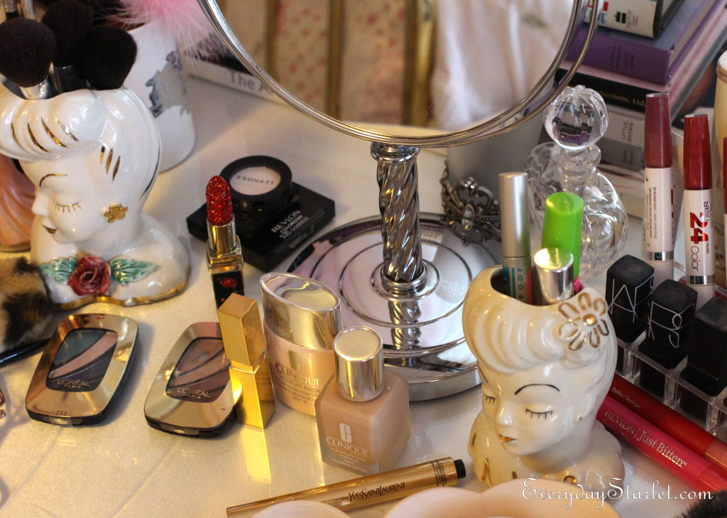 Glamorous Vintage Old Hollwyood Inspired Makeup Table