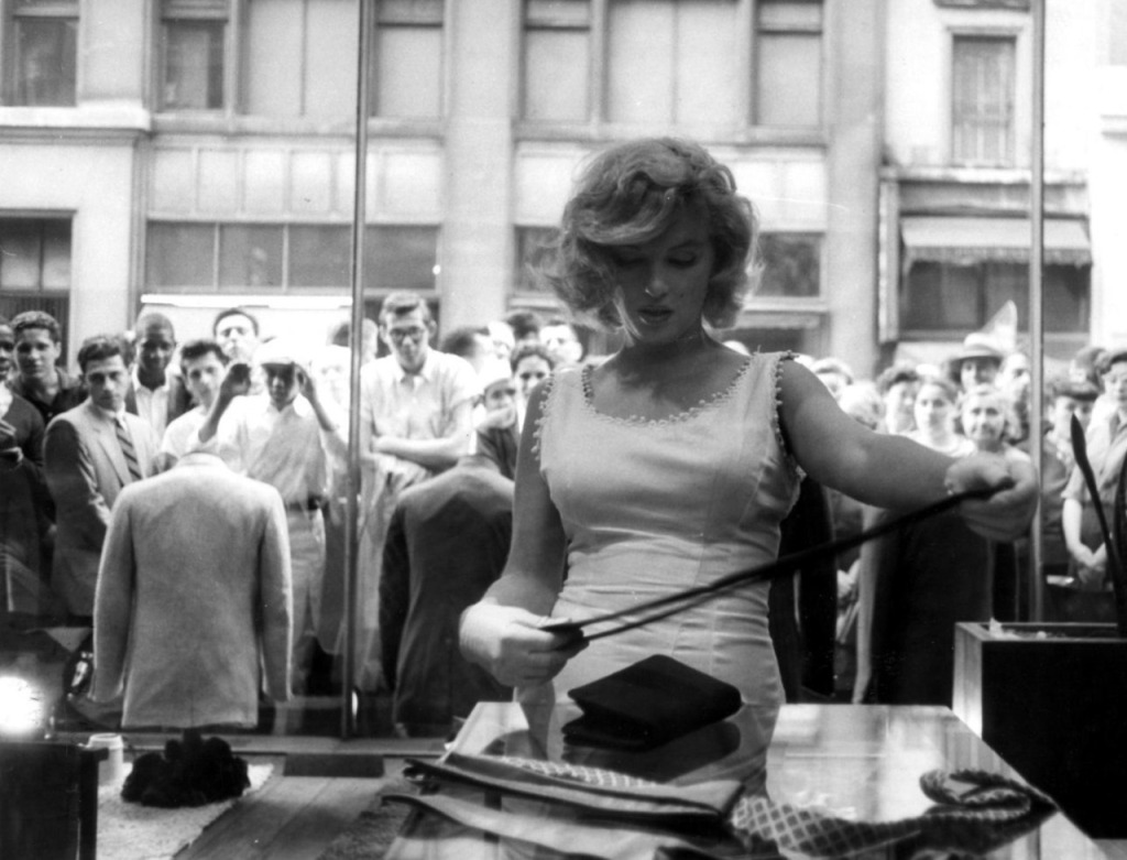 Marilyn Monroe shopping