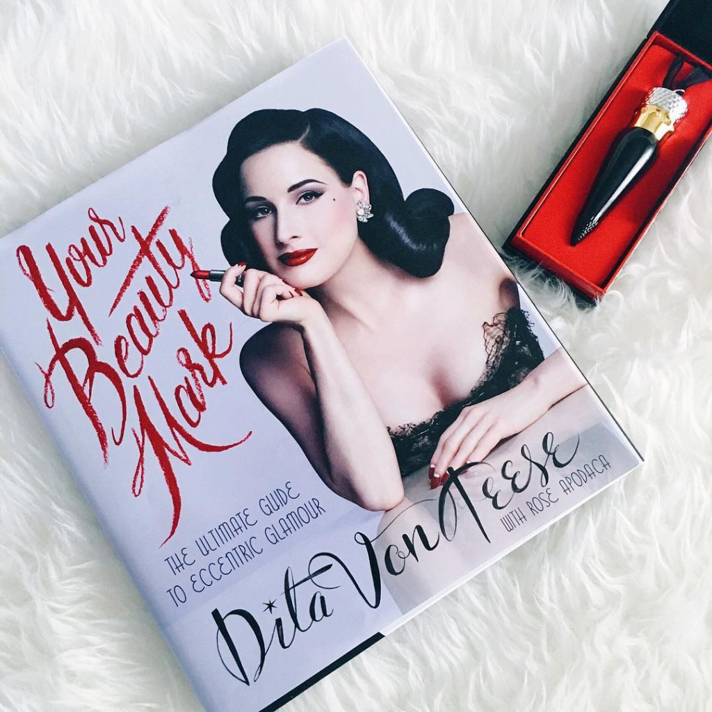 2015 Favorites: Makeup, Books, & Bling! - EverydayStarlet.com @SarahBlodgett