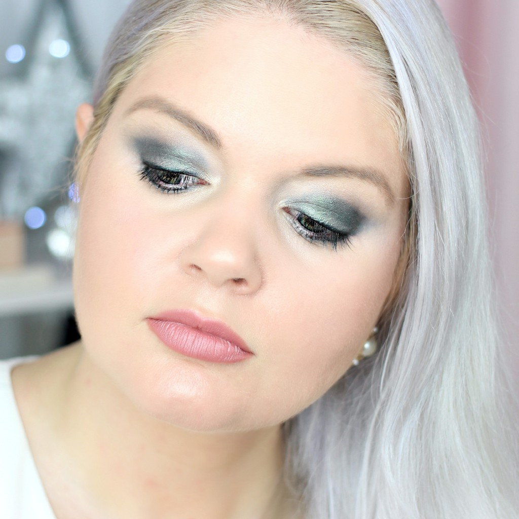 Christmas Tree Green Makeup Look - EverydayStarlet.com @SarahBlodgett